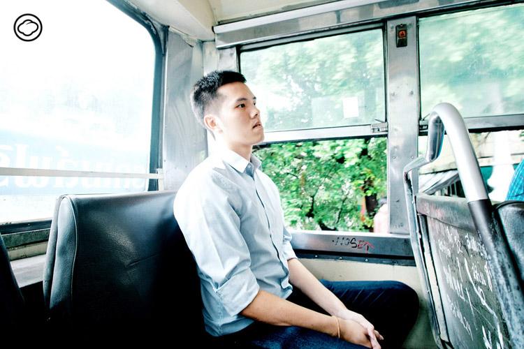 วริทธิ์ธร สุขสบาย : กราฟิกดีไซเนอร์ผู้แก้ไขปัญหารถเมล์ที่เขาหลงรักอย่างสร้างสรรค์