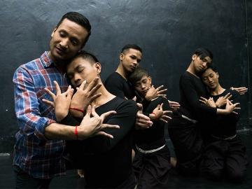 Prumsodun Ok : ผู้ก่อตั้งคณะนักเต้นเกย์คณะแรกในกัมพูชา
