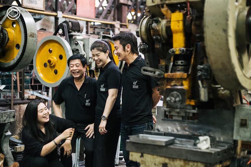 PiN ทายาทรุ่นสองผู้เปลี่ยนเศษเหล็กในโรงงานของที่บ้านให้กลายเป็นโคมไฟแบรนด์ดังระดับโลก