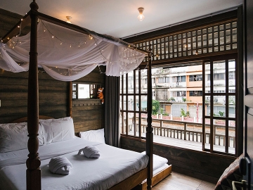 Canale Hostel : เปลี่ยนบ้านไม้เก่าริมคลองเป็นที่พักใจกลางบางลำพู