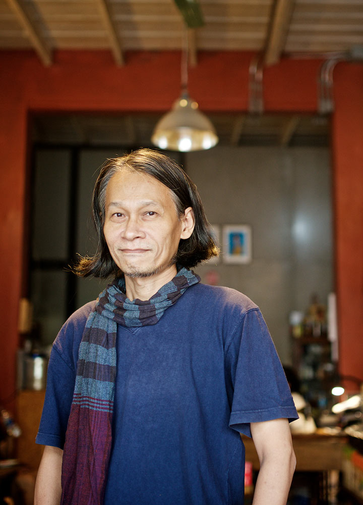 โรจ สยามรวย ผู้รักษาภูมิปัญญาไทยด้วยกราฟิกดีไซน์
