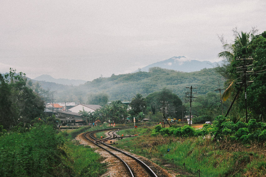รางรถไฟ