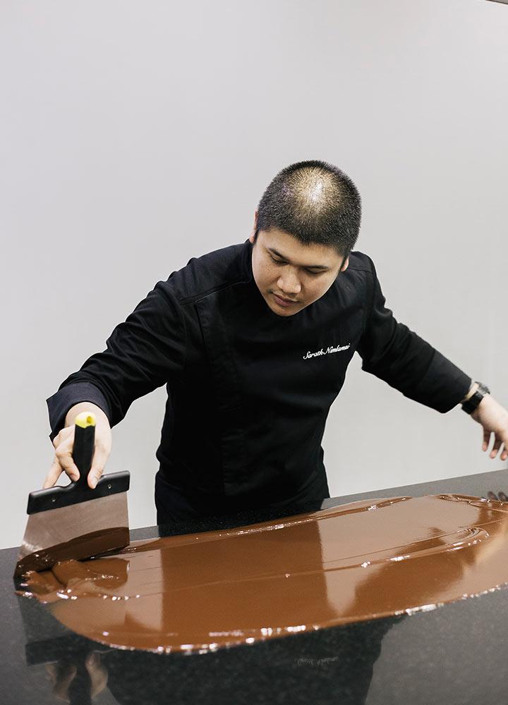 เชฟช็อกโกแลตหนุ่มที่นำเสนอช็อกโกแลตรสชาติไทยๆ สู่สากล