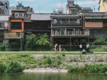 พื้นที่สาธารณะใจกลางเกียวโต ที่จะทำให้หัวใจของทุกคนเย็นฉ่ำ