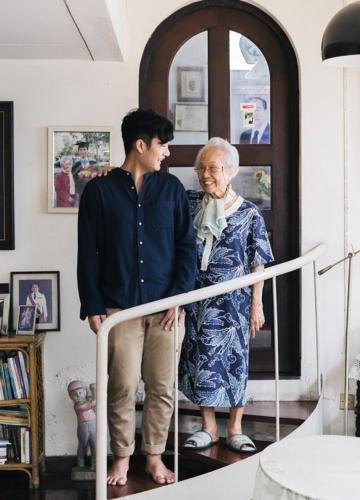 คุณยายแกะกล่อง : เพจรีวิวของใช้จำเป็นของผู้สูงวัยโดยบล็อกเกอร์หน้าใหม่วัย 91