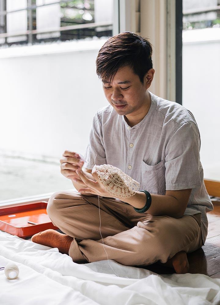 คุยกับชายช่างทำลูกไม้โบราณทำมือ และความหลงใหลในศาสตร์งานฝีมืออายุกว่า 500 ปีจากยุโรป