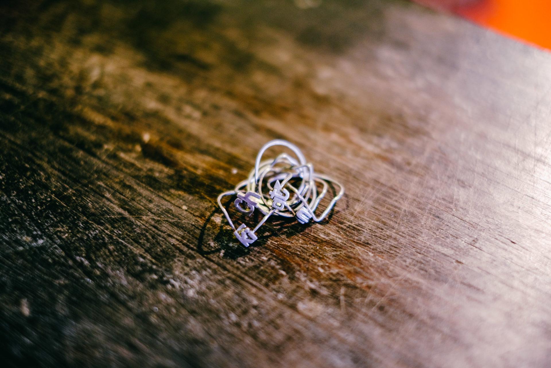 ตามไปดูช่างทำแหวนกลแห่งจันทบุรีที่จะทำให้เราหลงใหลและหลงกล