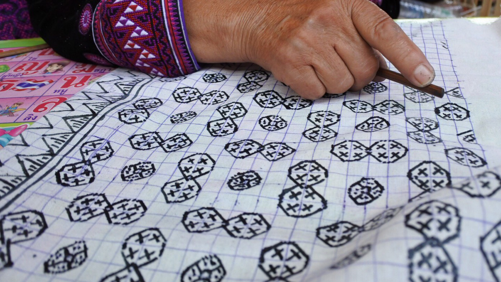 MADE BY HOTCAKE : แบรนด์ที่ชวนช่างฝีมือทั่วไทยจากเชียงใหม่ถึงยะลามาทำเสื้อผ้าด้วยกัน