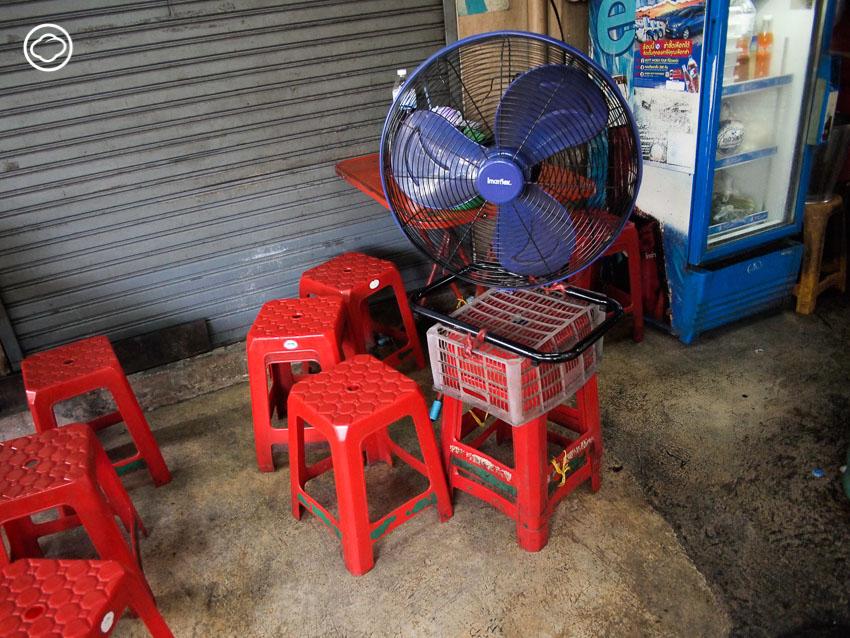เก้าอี้พลาสติก เฟอร์นิเจอร์หลากฟังก์ชันที่เป็นได้มากกว่าที่นั่ง และไม่เคยตกยุค