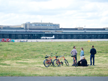 Tempelhof Field สวนสาธารณะขนาดใหญ่กว่าประเทศโมนาโก ที่เกิดจากสนามบินเก่าของเบอร์ลิน