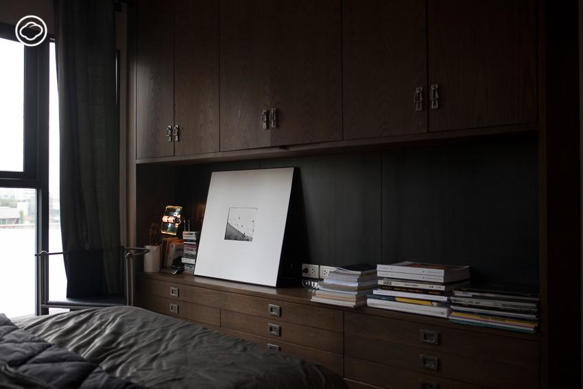 บ้านดำกลางทองหล่อของนักออกแบบหนุ่ม 'ชารีฟ ลอนา' ที่ตัดความวุ่นวายของเมืองด้วยเงา