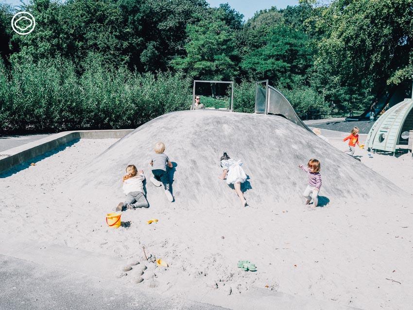 สนามเด็กเล่น, สวนสาธารณะ, เด็ก, ต่างประเทศ, โคเปนเฮเกน, เดนมาร์ก, ชื่นใจ ภูมิรัตน, Playground with Towers, ฤดูร้อน, ทราย