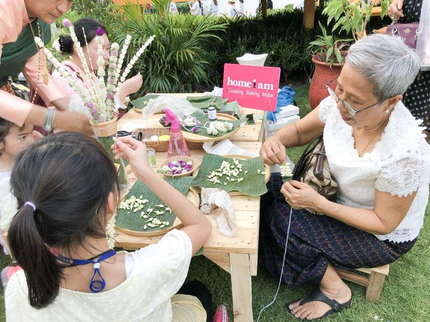 เครื่องแขวนดอกไม้สด, workshop, HOMEiam Studio, ผู้หญิง, ชาววัง, อุบะ, รริน ภัทรพรไพศาล, วิทยาลัยในวังหญิง, กุลสตรี, ดอกไม้,