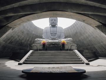 ไปดู 'ทาดาโอะ อันโดะ' สร้างทุ่งลาเวนเดอร์ล้อมพระพุทธรูปยักษ์กลางสุสานซัปโปโร