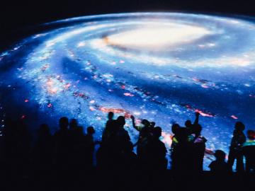 'ตึกลูกเต๋า' เก็บดาว 40 ล้านดวงทั้งกาแลกซี่มาให้ดูผ่าน Virtual Space Travel