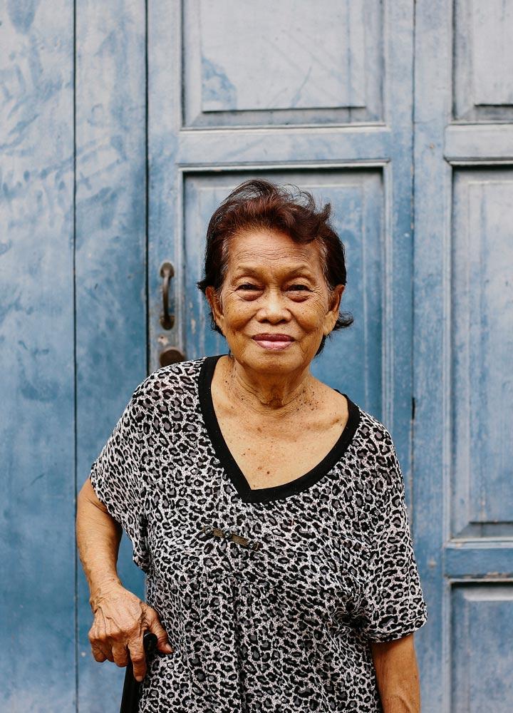แม่เปี๊ยก ปรมาจารย์มือเก่าแก่ที่สุดคนหนึ่งของไทยอายุกว่า 80 ผู้ปักชุดโขนมานาน 70 ปี