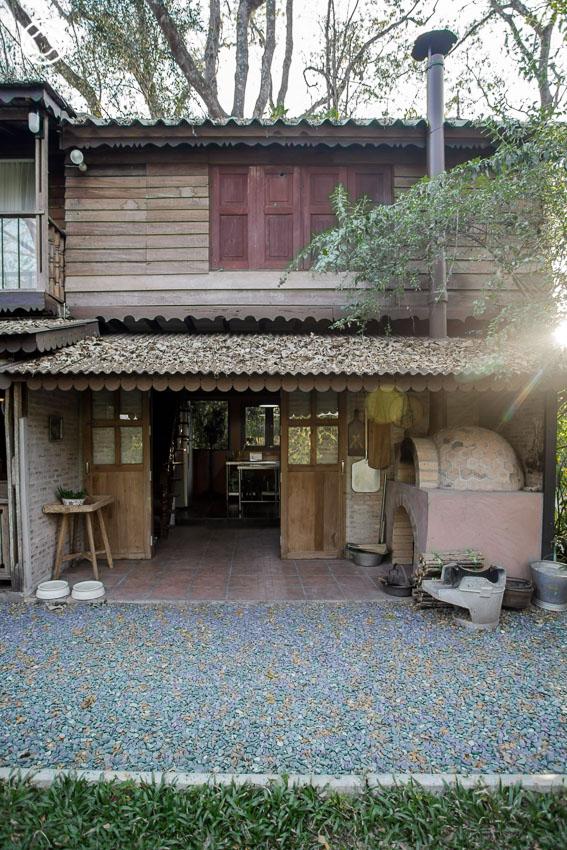 บ้านสวน ในฝัน ที่สร้างจากไม้เก่าทั้งหลังด้วยฝีมือและเทคนิคของสล่าล้านนา