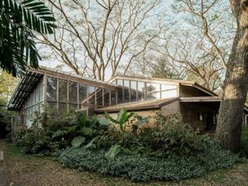 บ้านสวนในฝัน ที่สร้างจากไม้เก่าทั้งหลังด้วยฝีมือและเทคนิคของสล่าล้านนา