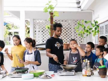 Courageous Kitchen มูลนิธิเล็กที่สอนความรู้เรื่องการกินดีให้ผู้ลี้ภัยที่ไม่มีเงินได้มีกิน
