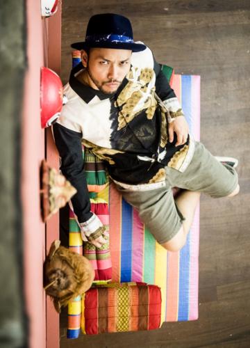 ศรัณย์ เย็นปัญญา นักออกแบบไทยที่จับตะกร้าปากคลองตลาดมาทำเก้าอี้จนได้ไปเวทีระดับโลก