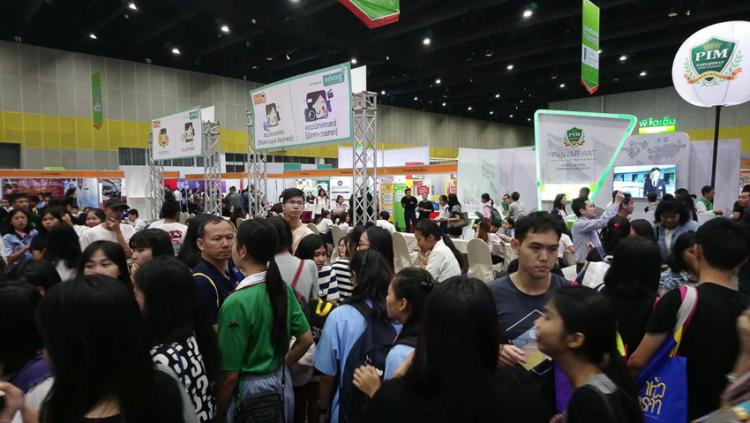 ทีมก่อตั้ง Dek-D.com ผู้อยู่เบื้องหลังเว็บไซต์ที่รวมทั้งการศึกษา นิยาย และชุมชนออนไลน์ของวัยรุ่นไทย