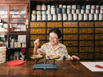 จังกวงอัน ร้านยาจีนโบราณยุคแรกและมีชื่อในชุมชนริมน้ำจันทบูร ชุมชนเก่าแก่ของจันทบุรี