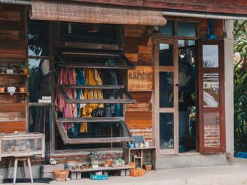 Kamon Indigo แบรนด์เสื้อผ้าย้อมสีธรรมชาติที่เก็บวัตถุดิบและแรงบันดาลใจจากเมืองแพร่