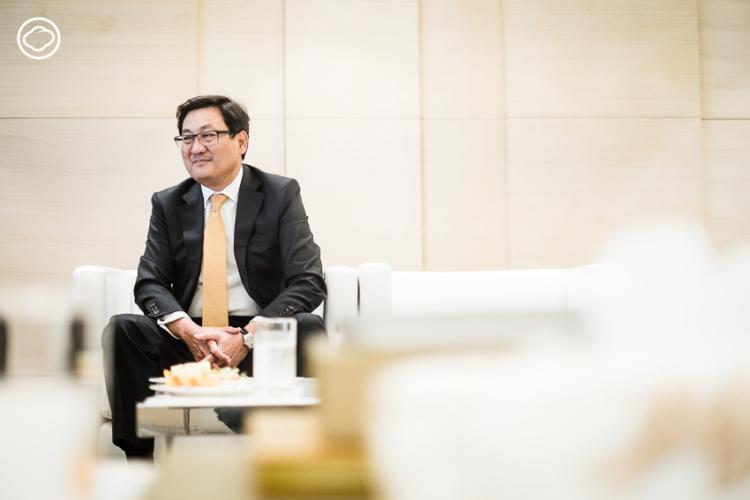 คุณภากร ปีตธวัชชัย คือกรรมการและผู้จัดการตลาดหลักทรัพย์แห่งประเทศไทยคนล่าสุด