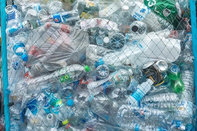 โครงการแปรรูปขวดพลาสติกใสให้กลายเป็นจีวรหนึ่งเดียวในเมืองไทย เพื่อลดโลกร้อนและสอนผู้คนให้เข้าถึงแก่นธรรมะผ่านขยะพลาสติก