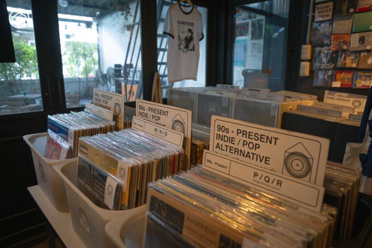 ชวนคนรักเสียงดนตรีไปฟังเพลงยุคแอนะล็อกจาก 7 ร้านแผ่นเสียง รอบกรุงเทพฯ