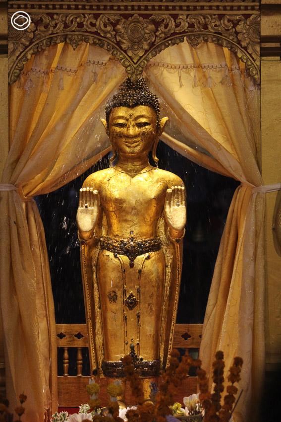 ไฮไลต์ประจำหลวงพระบางกับสิมหลังเก่าแก่ที่สุดของเมืองที่เป็นอัญมณีแห่งศิลปะล้านช้าง พระม่านที่ต้องมองลอดรูดู และพระนอนโบราณอายุ 400 ปี