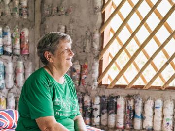Bamboo School โรงเรียนกลางหุบเขาที่สอนเด็กให้ตระหนักถึงสิ่งแวดล้อมด้วยการทำ Eco Bricks