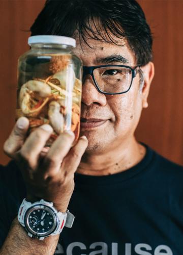 ผศ.ดร.ธรณ์ ธำรงนาวาสวัสดิ์ นักสิ่งแวดล้อมผู้อยู่เบื้องหลังการผลักดันทางทะเลครั้งสำคัญของประเทศไทย
