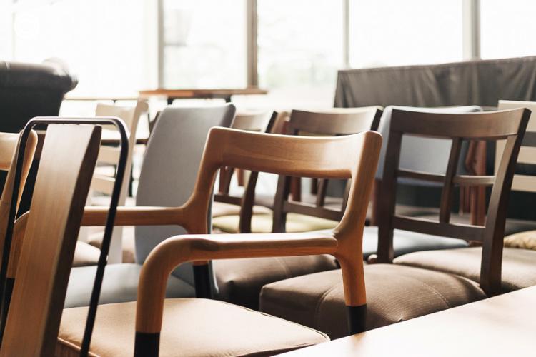แบรนด์เฟอร์นิเจอร์ Home Office สัญชาติไทยที่ต่อยอดธุรกิจอากงและพ่อแม่ จนพาเก้าอี้ Flo ไปไกลกว่าอยู่ในร้านก๋วยเตี๋ยว