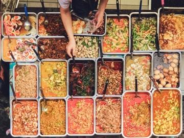 รวมตำนานความอร่อยของร้านข้าวแกงไทย และกับข้าวธรรมดาราคาเป็นมิตรที่คนไทยขาดไม่ได้