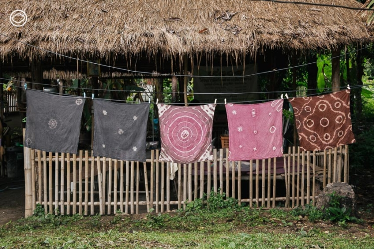 รวยบุญ แบรนด์เสื้อผ้าสีธรรมชาติที่สร้างรายได้ให้แม่บ้าน จ.น่าน ด้วยการทอผ้า มัดย้อม และจักสาน
