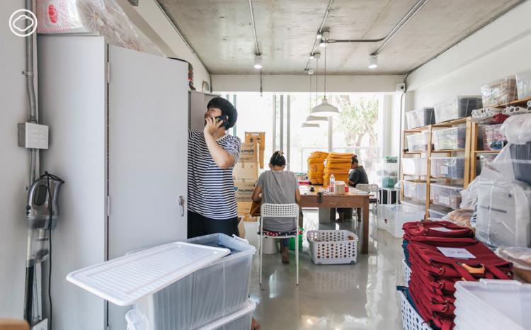 TA.THA.TA Studio ตึกโฮมออฟฟิศสีขาวกับของแต่งบ้านสีสันของคนที่คิดจะทำงานอยู่บ้านตลอดชีวิต
