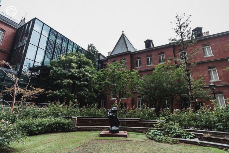 การออกแบบพื้นที่สีเขียวใจกลางย่านธุรกิจของ ญี่ปุ่น ที่ทำให้นกและผีเสื้อบินไปมาระหว่างสวนได้