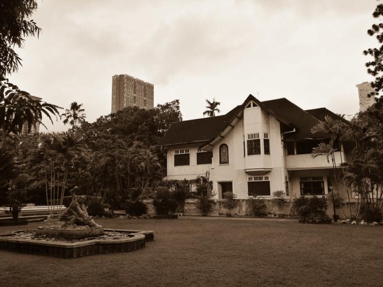 บ้านศาลาแดง