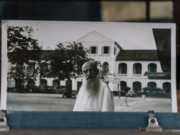 ฟัง ส.ศิวรักษ์ ศิษย์โปรด ฟ.ฮีแลร์ เล่าเรื่องครูฝรั่งไม่รู้ภาษาไทยผู้แต่งแบบเรียนภาษาไทย ดรุณศึกษา