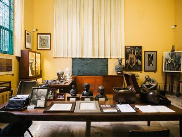 เข้าห้องทำงาน อ. ศิลป์ พีระศรี แวะหอประติมากรรมต้นแบบ ขุมทรัพย์ยุคบุกเบิกวงการศิลปะของประเทศ