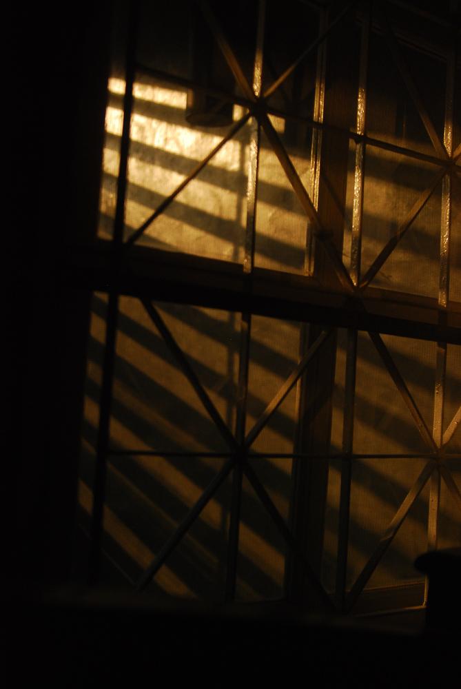 บันทึกแสงเงาของพระอาทิตย์ที่เป็นแสงสว่างในชีวิตหญิงสาวระหว่างทำทีสิสอันมืดมน