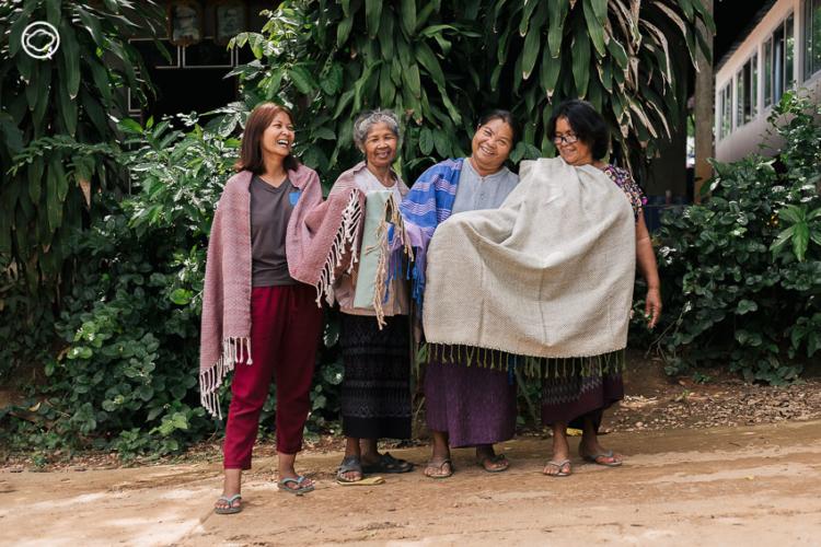 ระนอง กองแสน ผู้นำแม่หญิง บ้านนาหนองบง ที่ลุกขึ้นสู้กับเหมืองทองเพื่อบ้านเกิดด้วยการ ทอผ้า