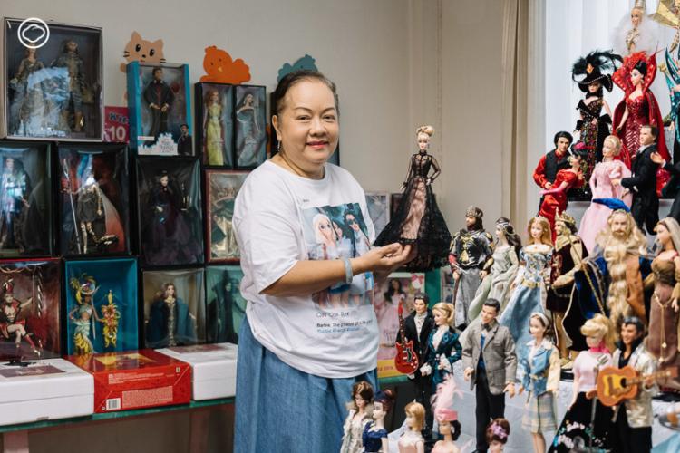 สุนันท์ วิเศษกิจ นักสะสมบาร์บี้ไทยที่หาตุ๊กตาบาร์บี้ จากทุกมุมโลกมาสะสมกว่าครึ่งหมื่น