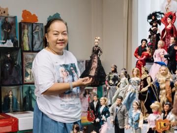 สุนันท์ วิเศษกิจ นักสะสมบาร์บี้ชาวไทยที่ตามหาตุ๊กตาบาร์บี้จากทุกมุมโลกมาสะสมกว่าครึ่งหมื่น