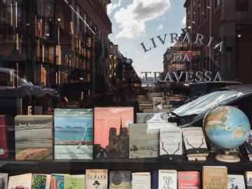 เดินเตร่บนถนนสายวรรณกรรมในลิสบอน เมืองแห่งร้านหนังสือทั้งน้องใหม่ยันอายุ 300 ปี