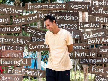 ขวัญชัย ปรีดี ผู้ทิ้งชีวิตในลอนดอนมาสร้างหมู่บ้านที่ไทยให้อาสาทั่วโลกสอนภาษาเด็กๆ