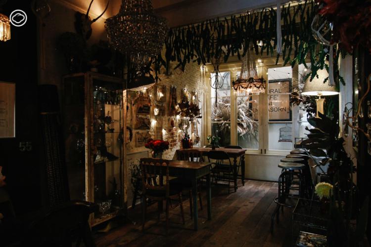 Floral Cafe at Napasorn หลงมนตร์เสน่ห์ตึกเก่ากับ 12 คาเฟ่รีโนเวต แสนสวยในเกาะรัตนโกสินทร์