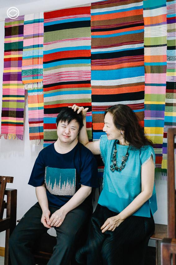 ซัน-ไกรลาส สกุลดิษฐ์ และ แม่เกด-เกษณี สกุลดิษฐ์ Sunfun Weaving