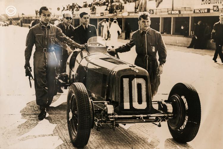 พระองค์พีระ พระวรวงศ์เธอ พระองค์เจ้าพีระพงศ์ภาณุเดช หรือที่ฝรั่งรู้จักในนาม B.Bira (พ.พีระ) นักแข่งรถจากสยาม